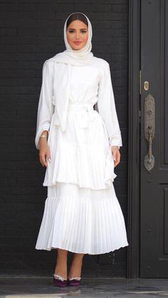 Fashion Hijab Gamis 54 Super Ideas Source by goldfshn dresses hijab Modest Fashion Hijab, Modern Hijab Fashion, Islamic Fashion, Abaya Fashion, Muslim Fashion, Korean Fashion, Fashion Dresses, Hijab Fashion Summer, Fashion Fashion