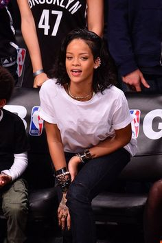 Rihanna at a basketball game in New York. Rihanna at a basketball game in New York. Basketball Boyfriend, New York Basketball, Basketball Games, Basketball Cupcakes, Basketball Decorations, Basketball Videos, Basketball Players, Rihanna Outfits, Rihanna Style
