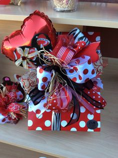 Learn how to make romantic Valentines gifts for your husband that he'll absolutely love - candy bouquets! You can buy all the supplies you need at your local dollar store for these awesome presents Valentines Day Baskets, Valentine Gifts For Husband, Unique Valentines Day Gifts, Homemade Valentines, Valentine Crafts, Valentine Ideas, Best Gift Baskets, Valentines Balloons, Creative Gift Wrapping
