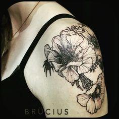 #BRÜCIUS #TATTOO #SanFrancisco #bayarea #brucius #natural #science #engraving #etching #sculptoroflines #dotwork #blackworkartist #blackwork #black #ink #pendandink #flowers #anemones