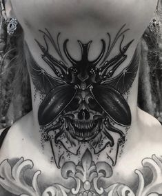 Throat/under chin skull beetle from last week. Circle Tattoos, Sun Tattoos, Body Art Tattoos, Tattoos For Guys, Tattoos For Women, Celtic Tattoos, Skull Tattoo Design, Tribal Tattoo Designs, Tattoo Designs For Women