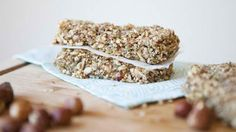 PROTEIN POWER BARS (RECIPE)  These Protein Power Bars are easy to make, super nourishing and they taste freaking delicious! Packed full of protein, essential nutrients and good fats!   http://www.hungryforchange.tv/article/protein-power-bars-recipe