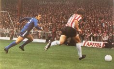 Sheffield Utd 1 Chelsea 0 in Sept 1971 at Bramall Lane. Alan Woodward and Ron Harris in action #Div1