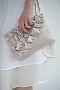 Curvy Ruffled Clutch - Free PDF Tutorial + How To Sew With Satin And Taffeta