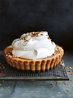 peanut butter cheesecake tart with peanut praline//