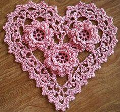 38 Flores de Crochê com Gráfico para Baixar | Revista Artesanato Crochet Lace Edging, Crochet Flower Patterns, Doily Patterns, Heart Patterns, Irish Crochet, Crochet Doilies, Crochet Flowers, Crochet Hearts, Lace Heart