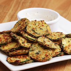These zucchini chips with garlic and Parmesan are the absolute .- These zucchini chips with garlic and Parmesan are the absolute New Year& Eve party snack - Healthy Chicken Recipes, Veggie Recipes, Appetizer Recipes, Vegetarian Recipes, Dinner Recipes, Appetizers, Cooking Recipes, Parmesan Zucchini Chips, Zucchini Chips Recipe