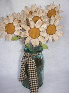 SALE Pdf Primitive Summer Daisy Flower Epattern by primitivenook Burlap Flowers, Diy Flowers, Fabric Flowers, Paper Flowers, Wood Crafts Summer, Spring Crafts, Handmade Flowers, Handmade Crafts, Primitive Wood Crafts