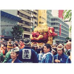 Tsukiji Shishi Matsuri. The highlight of this festival is a parade of mikoshi and a float with the head of mejishi (a big imaginary female lion) both carried by townspeople.  https://trulyjapan.net #TrulyJapan #tsukiji #festival #tokyo #japan
