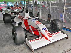 2014年7月14日(月)こんにちは。昨日は、長男を連れて「岡山国際サーキット」へ。「ティーポ・オーバーヒート・ミーティング」に参加してきました。走行会やレースを見学。様々な自動車に出会うことが出来ました。目玉は「フットワーク・アロウズ・レーシング A11B」。1990年のF1グランプリに参戦していたマシン!じっくりと見たかったのですが...かき氷を欲する息子に手を引っ張られ...(^^;  それでは、今日も皆様にとって良い1日になりますように☆ 【加古川・藤井質店】http://www.pawn-fujii.jp/