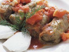 Kohlwickel mit Tomatensoße ist ein Rezept mit frischen Zutaten aus der Kategorie Gemüse. Probieren Sie dieses und weitere Rezepte von EAT SMARTER!