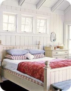 Want these white washed walls with wooden ceiling beams.    Tove mix
