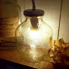 アップルジュースの空き瓶で。 ころんとした形が、かわいい♪