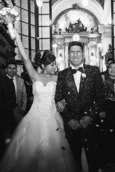 10 pasos que toda pareja debe saber de memoria antes de su ceremonia religiosa.    #Matrimoniocompe #Organizaciondebodas #Matrimonio #Novios #TipsNupciales #CaminoAlAltar #MatriPeru #BodaPeru #MatrimonioReligioso #BodaReligiosa Wedding Dresses, Fashion, Wedding Card, Religious Wedding, The Godfather, Bridesmaids, Bride Gowns, Wedding Gowns, Moda