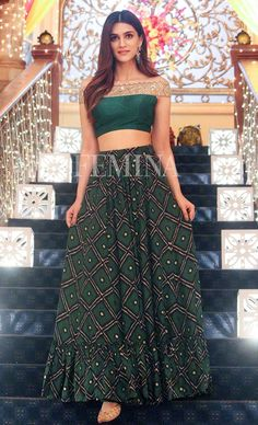 Kriti Sanon During Promotion of 'Bareilly Ki Barfi' on The Sets of Ishaqbaaz Indian Fashion Dresses, Dress Indian Style, Indian Designer Outfits, Indian Outfits, Fashion Outfits, Lehenga Designs, Saree Blouse Designs, Indian Attire, Indian Ethnic Wear