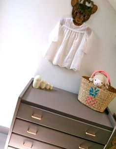 Ancienne commode http://pastpluspresent.blogspot.fr/2014/07/commode-des-annees-50.html