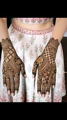 New wedding pictures night beautiful Ideas Wedding Henna Designs, Indian Henna Designs, Mehndi Designs Book, Modern Mehndi Designs, Dulhan Mehndi Designs, Mehndi Design Pictures, Mehndi Designs For Fingers, Beautiful Henna Designs, Latest Mehndi Designs
