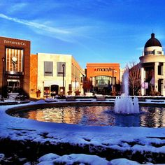Hotels & Tourism. Make your next visit to Columbus, Ohio truly memorable with a visit to Easton Town Center. Enjoy a unique mix of over shopping, dining and entertainment venues, nestled in an upscale town square setting.