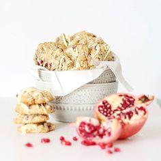 Unser allererstes Food-Fotoshooting für ein Magazin :) jupdiduuu. Gebacken wurden Superfood-Cookies mit Haferflocken, Ingwer und Granatapfel-Kernen. #yummy #foodphotography #foodpics #photooftheday #instafood #superfood #healthy #shooting #cookies #dessert #f52grams #feedfeed #vscofood #vscofashionfood #rezepte