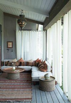 le bon coin salon marocain sol en planchers et rideaux longs blancs