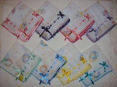 fralda de boquinha dirvesas estampadas incomfral para o dia a dia35cm x35 cm, com acabamento em crochê e detalhes em passa fita( valor unitário) OBS: Prazo de entrega de 10 a 15 dias R$6,00