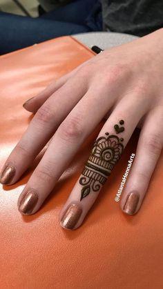 Ideas for tattoo ideas finger henna mehndi - Charlottes Lieblings tatooideen - Henna Designs Hand Henna Tattoo Bilder, Small Henna Tattoos, Henna Tattoo Designs Simple, Finger Henna Designs, Mehndi Designs For Girls, Mehndi Designs For Fingers, Henna Designs Easy, Beautiful Henna Designs, Mehandi Designs