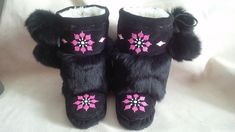 Moccasin and Mukluk Tutorial Native Beading Patterns, Beaded Moccasins, Steamer, Beadwork, Fashion Styles, Mittens, Art Projects, Gloves, High Heels