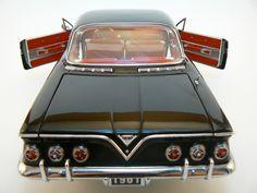 1961 Impala - Diecast 1:18 scale - KTCo