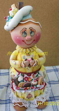 POTE GINGER-Pote de bolacha de 2 L, trabalhado em biscuit em forma de Ginger comendo bolacha.  Pote utilitário decorativo com 41 cm de altura. www.elo7.com.br/celiabenatti