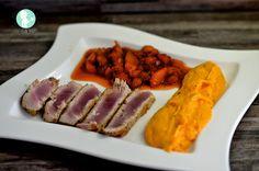 Thunfischsteak mit Süßkartoffelpürree und Erdbeer-Mango-Chutney