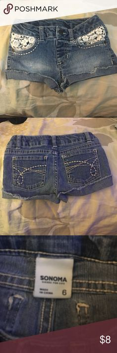 🎀 Super Cute Girls Jean Shorts 🎀 Super Cute Girls Jean Shorts in size 6 by Sonoma has flowered lace inside pockets for cute detail Sonoma Bottoms Shorts