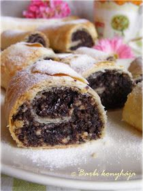 Barbie kitchen Pik-pak strudel, poppy seed and walnut-orange-chocolate filling Strudel Recipes, Pastry Recipes, Dessert Recipes, Cooking Recipes, Hungarian Desserts, Hungarian Recipes, Sweet Cookies, Yummy Cookies, A Food
