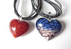 Ketten kurz - Glas-Herz mit Organzaband   Farbwahl rot blau - ein Designerstück von soschoen bei DaWanda