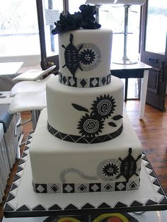 Black & white African Traditional wedding cake in delicious chocolate cake - Hochzeit Black And White Wedding Cake, Black Wedding Cakes, Themed Wedding Cakes, Themed Cakes, Black White, Cake Wedding, Zulu Traditional Wedding, Traditional Cakes, African Cake