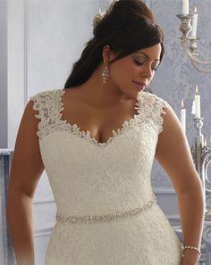 Vestito da sposa creato per esaltare le curve più Morbide e vestire perfettamente anche le donne più esigenti.