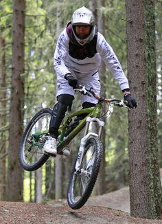 DOWNHILL - der Bikepark Planai vis-à-vis vom aQi Hotel Schladming bietet feine Steilkurven, Jumps & Steilpassagen die jedes Downhill-Herz höher schlagen lässt. Sport, Bicycle, Motorcycle, Vehicles, Ski, Heart, Bicycle Kick, Bike, Trial Bike