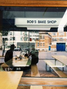 """See 84 photos and 32 tips from 288 visitors to Bob's Bake Shop. """"The most descent NYC like bagel you'll find in Paris along with some cold ones Deck &. Paris Coffee Shop, Coffee Shops, Matcha, Pur Jus, Restaurant Paris, Pains, Bagels, Cookies Et Biscuits, Coleslaw"""