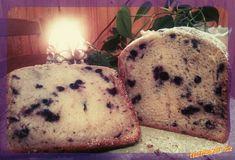 """Do formy poputují nejprve tekuté přísady, poté hned sypké, krom ovoce. Zapneme program """"dort""""... Muffin, Food And Drink, Bread, Breakfast, Morning Coffee, Brot, Muffins, Baking, Breads"""