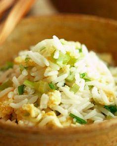 Low FODMAP Recipe and Gluten Free Recipe - Veggie egg-fried rice http://www.ibssano.com/low_fodmap_recipe_veggie_egg_fried_rice.html