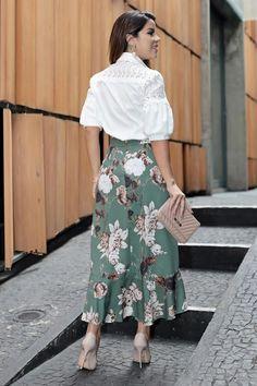 Saia Crepe Elastano Transpassada Babados Kauly 2693  - by Sophi Moda Evangélica Long Skirt Outfits, Modest Outfits, Modest Fashion, Girl Fashion, Fashion Dresses, Apostolic Fashion, Modest Clothing, Summer Outfits, Casual Work Dresses