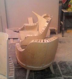 karekla viola Reupholster Furniture, Diy Furniture, Furniture Design, Building Furniture, Sofa Frame, Diy Sofa, Cardboard Furniture, Sofa Chair, Diy Woodworking