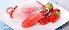 Heel makkelijk zelf te maken; verfrissende waterijsjes gemaakt met verse aardbeien