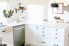 56 Best Small Kitchen Remodel Ideas - Beautiful and Efficient You Must Try Kitchen Design Open, Best Kitchen Designs, Kitchen Ideas, Open Kitchen, Petite Kitchen, Pantry Design, Kitchen Pantry, Kitchen Tips, Farmhouse Style Kitchen