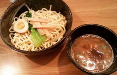 TSUKE-MEN It's a kind of Ramen :) Yummmmmmmy  If you haven't tried it yet You should try ;p I love Asian food !  こっち来て初めてのつけ麺 総勢12人で行ってきましたーわーい でもモツ鍋食べたい 生レバ食べたい  #tsukemen#ramen#asianfood#japanesefood#sasuke#ワーホリ by anan_nyo