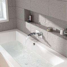 Useful Walk-in Shower Design Ideas For Smaller Bathrooms – Home Decor World Built In Bathtub, Bathtub Walls, Bathtubs For Small Bathrooms, Upstairs Bathrooms, Bathroom Tubs, Bathroom Ideas, Simple Bathroom, Modern Bathroom, Bathtub Sizes