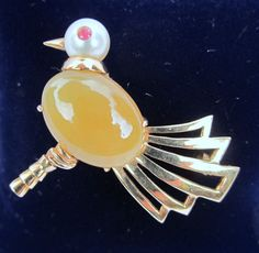 unique VINTAGE 14K gold YELLOW JADE pearl + ruby BIRD pin BROOCH signed BT  #BK