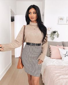 30 Decent Yet Chic Winter Outfits for Work AND School - Applying Eyeshadow, How To Apply Eyeshadow, Chic Winter Outfits, Winter Outfits For Work, Face Yoga Exercises, Get Rid Of Cold, Dressy Sweaters, Getting Rid Of Dandruff, Mirrored Nightstand