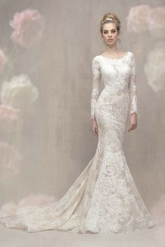 So, so elegant and timeless. A classic bridal look!