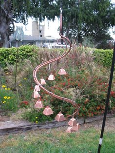 13 Crafty DIY Wind Chimes Lots of Ideas and Tutorials! Including from instructables, this copper hardware hanging wind chime that anyone can make. Garden Crafts, Garden Projects, Garden Art, Yard Art Crafts, Recycle Crafts, Carillons Diy, Sun Catchers, Rama Seca, Wind Sculptures