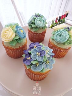 +Vanilla walnuts flower cupcake for twins's Birthday /butterctream cake decoration/beautiful cupcake/...made by SPECIAL MOMENT